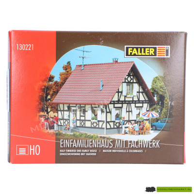 130221 Faller Eengezinswoning met vakwerk