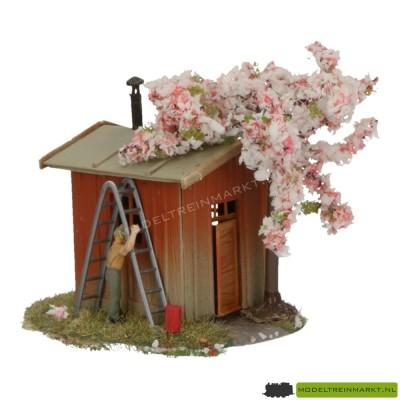 831 Preiser 'tuinhuis met boom in bloesem'